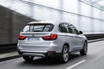 Picture of a driving 2018 BMW X5 xDrive40e in Glacier Silver Metallic from a rear right perspective