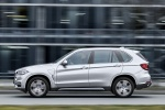 Picture of a driving 2018 BMW X5 xDrive40e in Glacier Silver Metallic from a side perspective