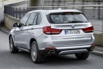 Picture of a driving 2018 BMW X5 xDrive40e in Glacier Silver Metallic from a rear left perspective