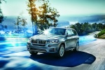 Picture of a driving 2018 BMW X5 xDrive40e in Space Gray Metallic from a orientation perspective
