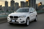 Picture of a driving 2018 BMW X5 xDrive50i in Alpine White from a front left perspective