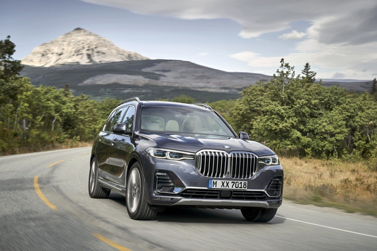 Driving 2019 BMW X7 xDrive40i AWD in Arctic Gray Metallic from a front right view