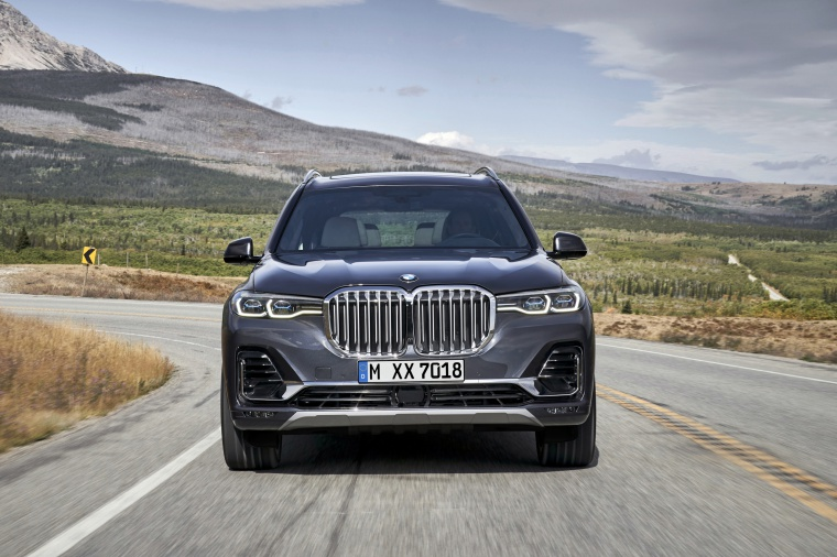 Driving 2019 BMW X7 xDrive40i AWD in Arctic Gray Metallic from a frontal view