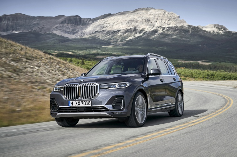 Driving 2019 BMW X7 xDrive40i AWD in Arctic Gray Metallic from a front left view