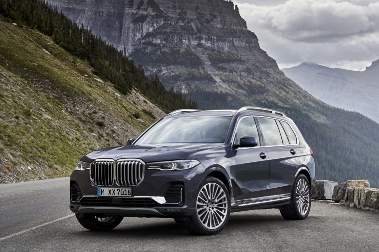 2019 BMW X7 xDrive40i AWD in Arctic Gray Metallic from a front left view
