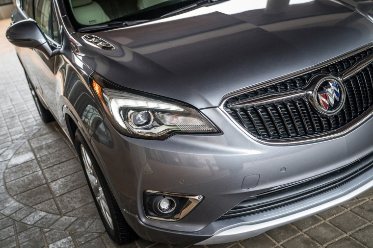 Picture of a 2019 Buick Envision AWD's Headlight