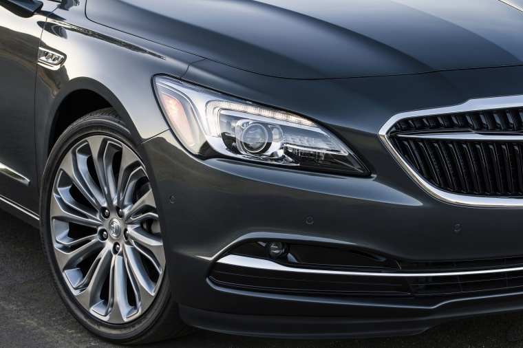 2017 Buick LaCrosse Headlight Picture