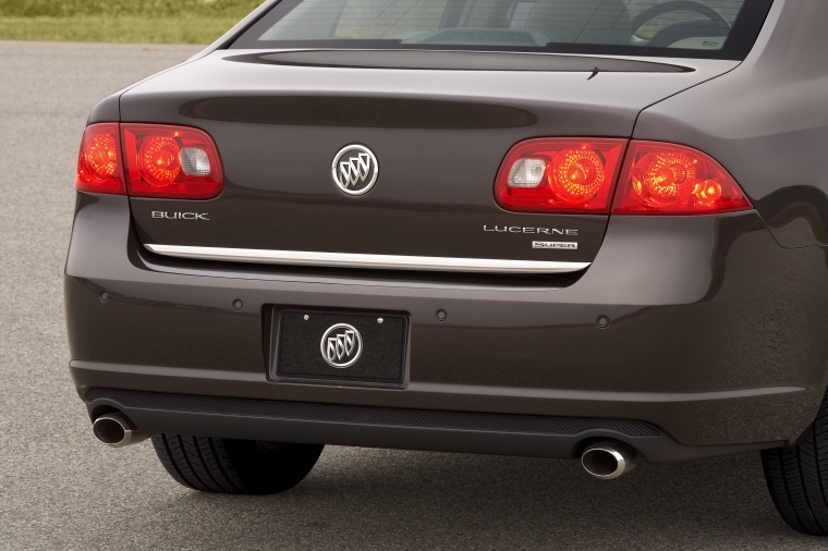 2010 Buick Lucerne Super Tail Light Picture