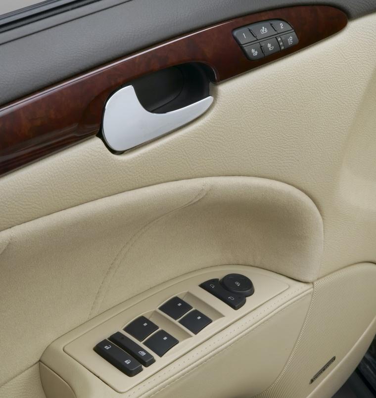 2010 Buick Lucerne Super Door Panel Picture