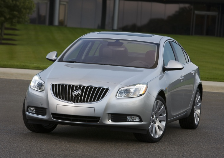 2013 Buick Regal in Quicksilver Metallic from a front left view