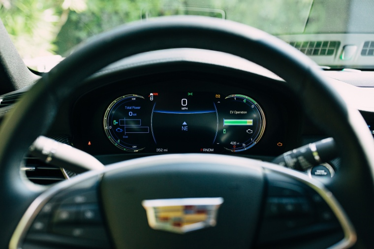 2018 Cadillac CT6 2.0E Plug-In Hybrid Gauges Picture
