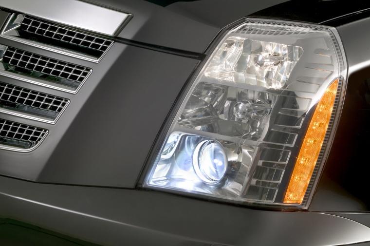 2014 Cadillac Escalade Headlight Picture