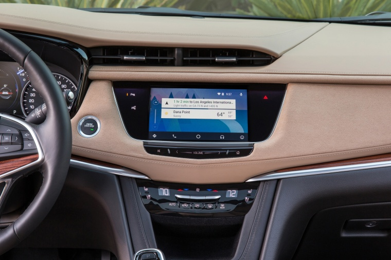 2017 Cadillac XT5 AWD Center Stack Picture