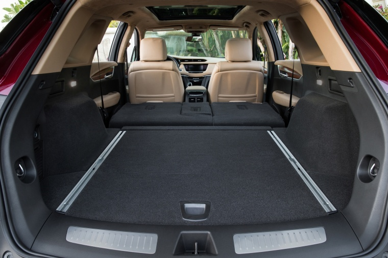2017 Cadillac XT5 AWD Trunk Picture
