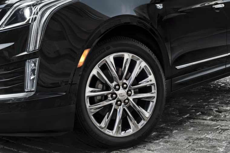 2017 Cadillac XT5 AWD Rim Picture