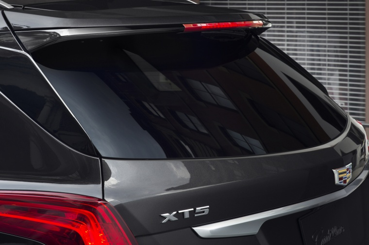 2017 Cadillac XT5 AWD Rear Spoiler Picture