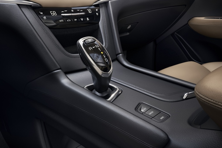 2017 Cadillac XT5 AWD Center Console Picture