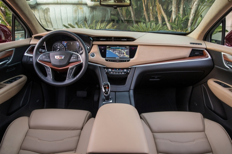 2018 Cadillac XT5 AWD Cockpit Picture