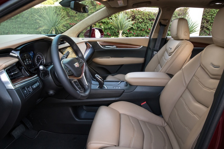2018 Cadillac XT5 AWD Front Seats Picture