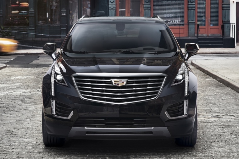 2018 Cadillac XT5 AWD in Dark Granite Metallic from a frontal view