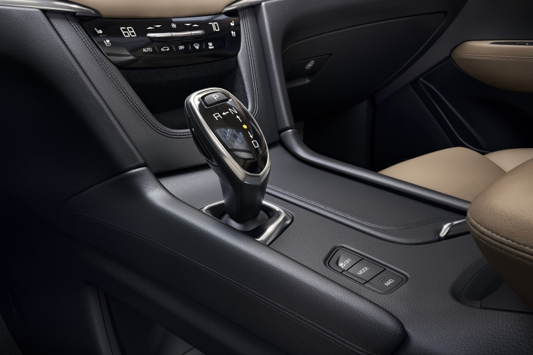 2018 Cadillac XT5 AWD Center Console Picture