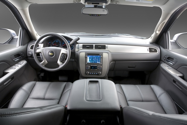 2010 Chevrolet Avalanche Cockpit Picture