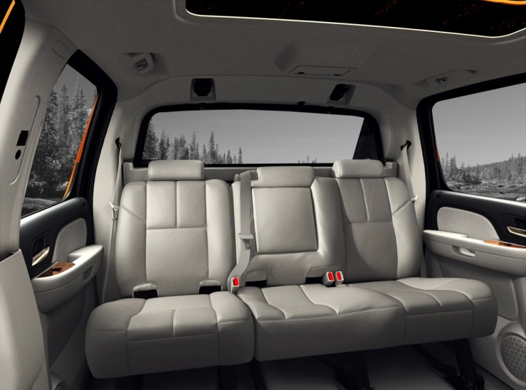 2010 Chevrolet Avalanche Rear Seats Picture