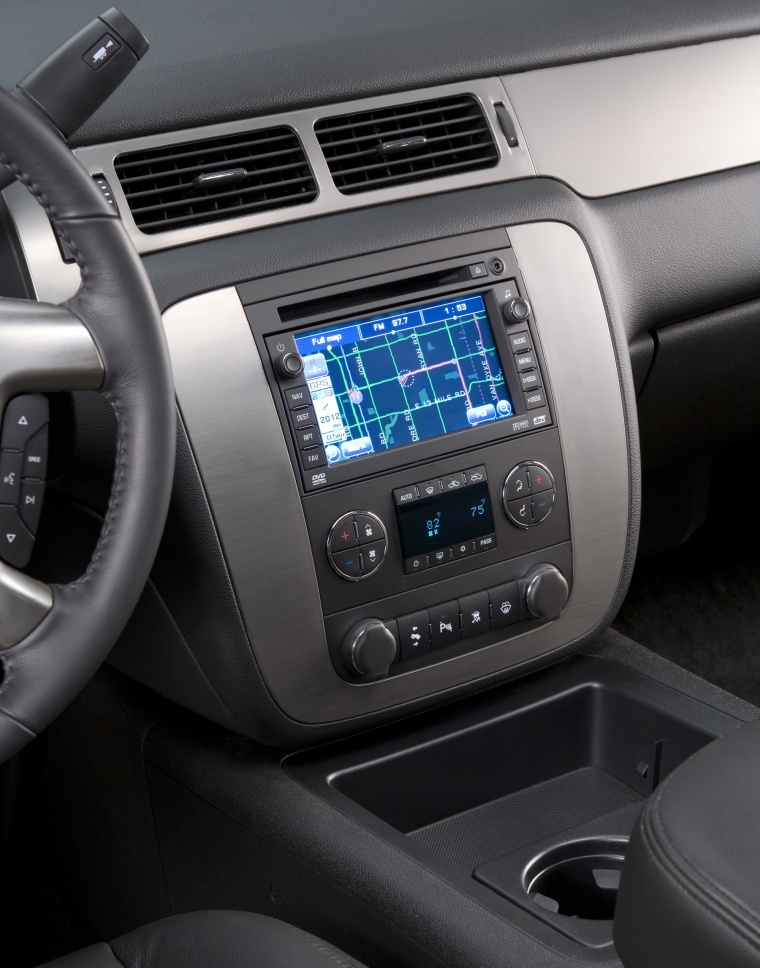 2011 Chevrolet Avalanche Center Stack Picture