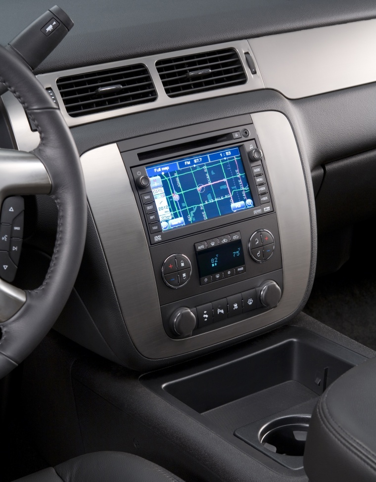 2012 Chevrolet Avalanche Center Stack Picture