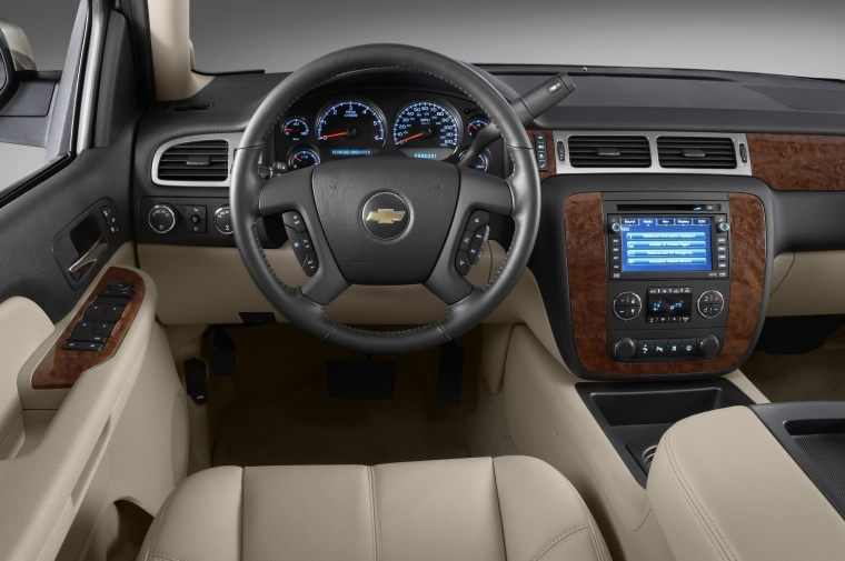 2013 Chevrolet Avalanche Cockpit Picture