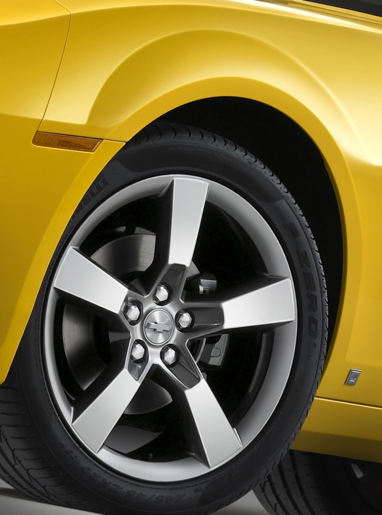 2010 Chevrolet Camaro RS Coupe Rim Picture