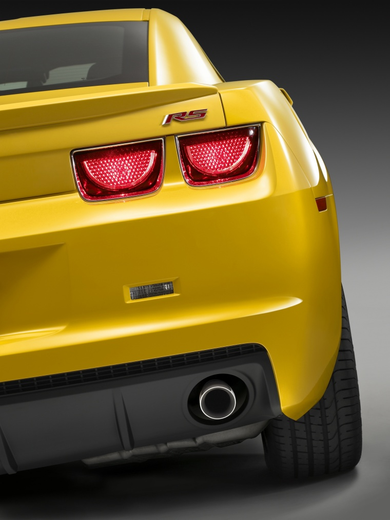 2010 Chevrolet Camaro RS Coupe Tail Light Picture