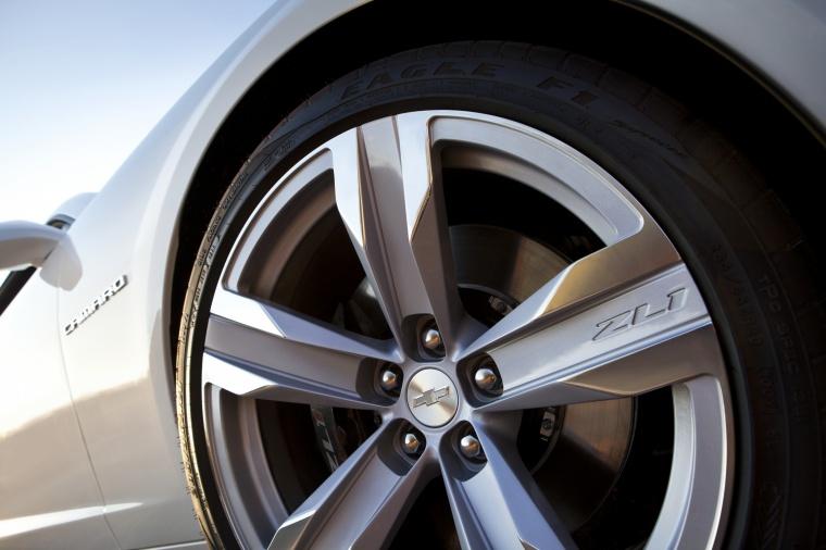 2012 Chevrolet Camaro ZL1 Coupe Rim Picture