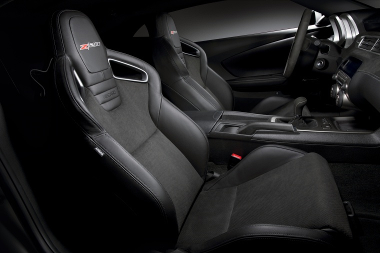 2014 Chevrolet Camaro Z/28 Coupe Front Seats Picture