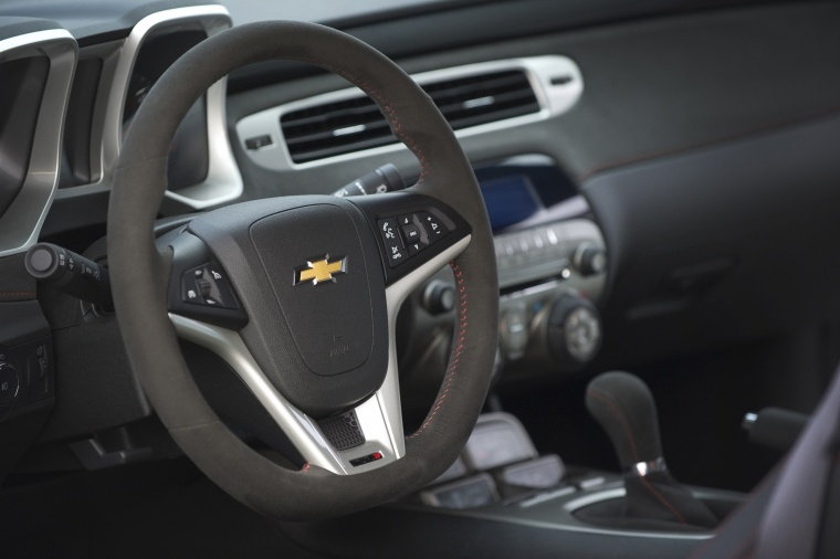 2014 Chevrolet Camaro ZL1 Coupe Steering-Wheel Picture