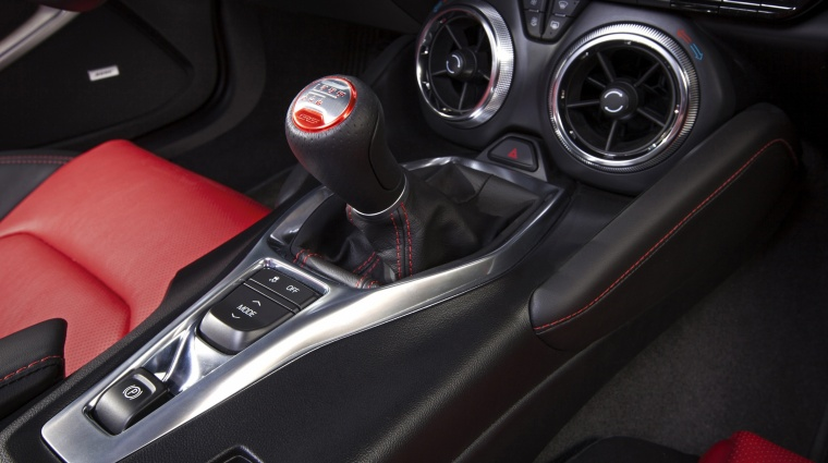 2017 Chevrolet Camaro SS Coupe Center Console Picture