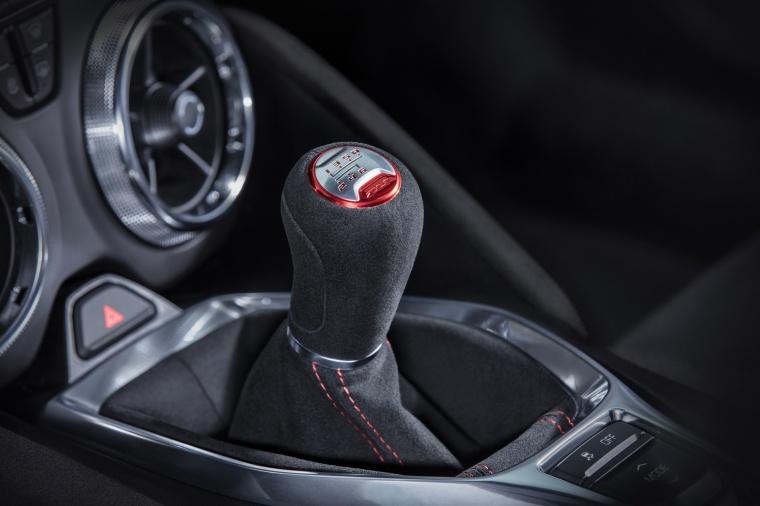 2018 Chevrolet Camaro ZL1 Coupe Gear Lever Picture