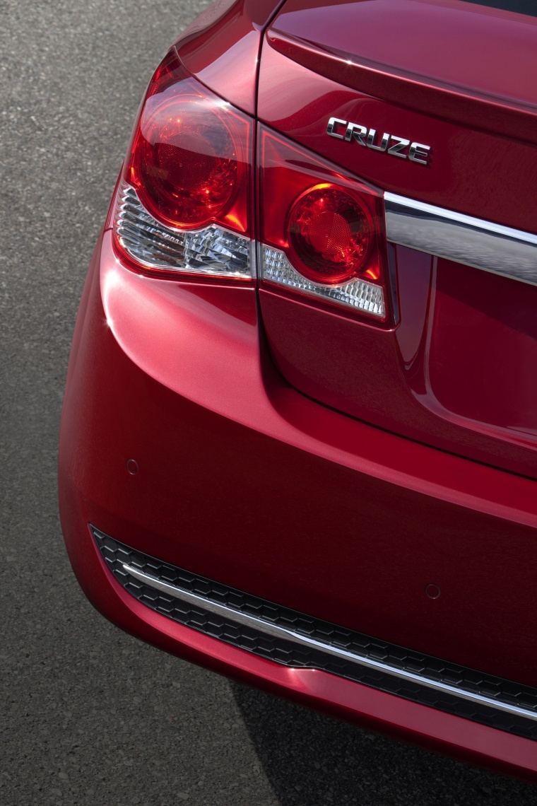 2011 Chevrolet Cruze RS Tail Light Picture