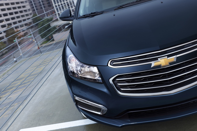 2015 Chevrolet Cruze LTZ Headlight Picture