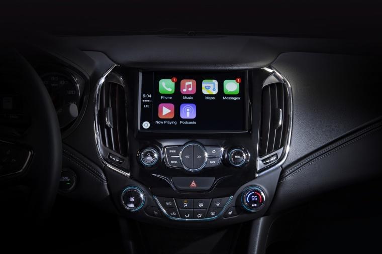 2017 Chevrolet Cruze Premier Sedan Center Stack Picture