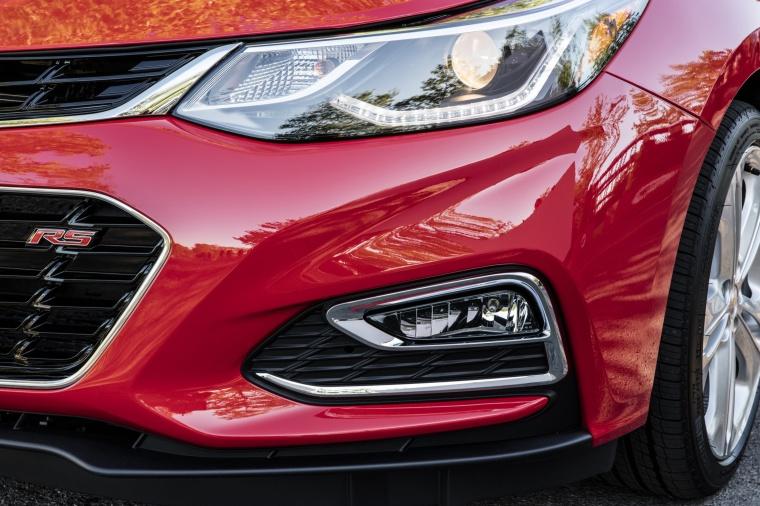 2018 Chevrolet Cruze Premier RS Sedan Headlight Picture
