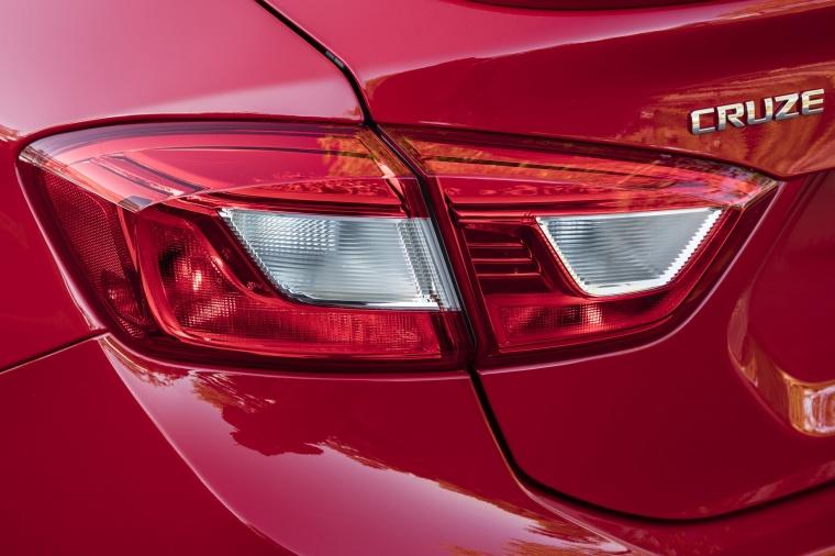 2018 Chevrolet Cruze Premier RS Sedan Tail Light Picture