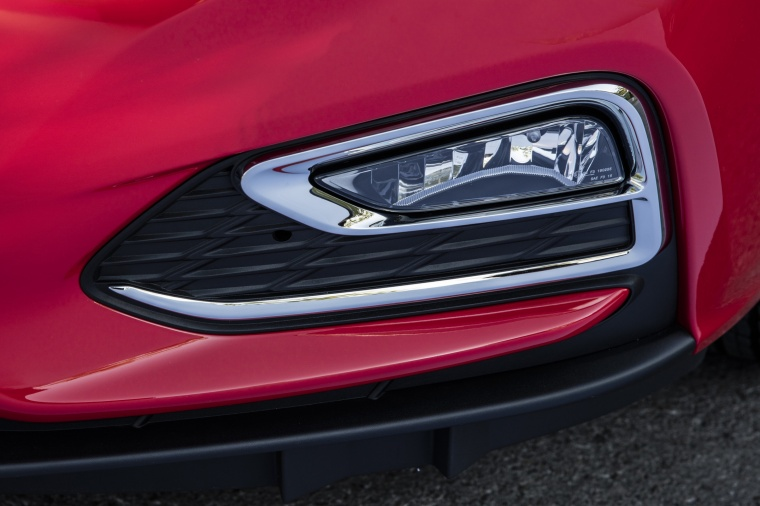2018 Chevrolet Cruze Premier RS Sedan Fog Light Picture