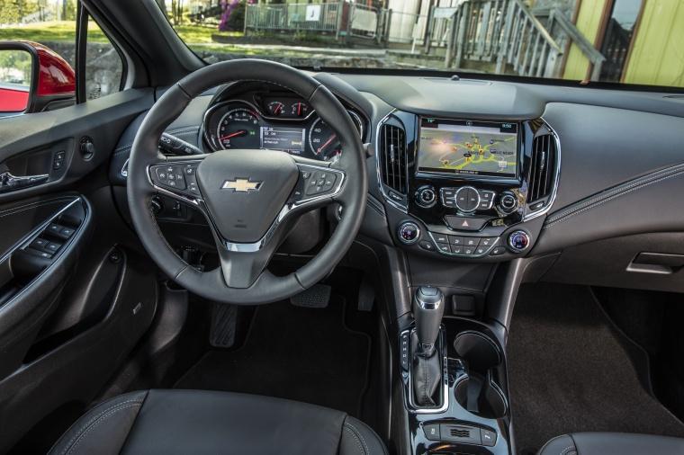2018 Chevrolet Cruze Premier RS Sedan Cockpit Picture