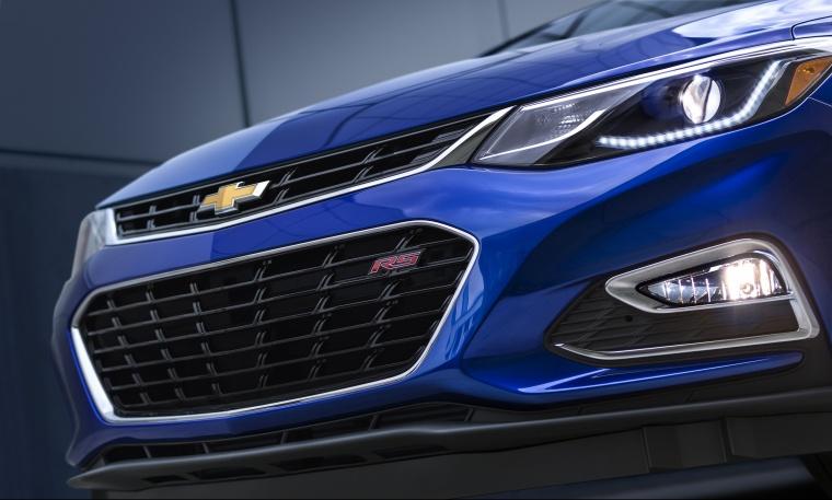 2018 Chevrolet Cruze Premier Sedan Front Fascia Picture