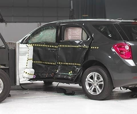 2017 Chevrolet Equinox IIHS Side Impact Crash Test Picture
