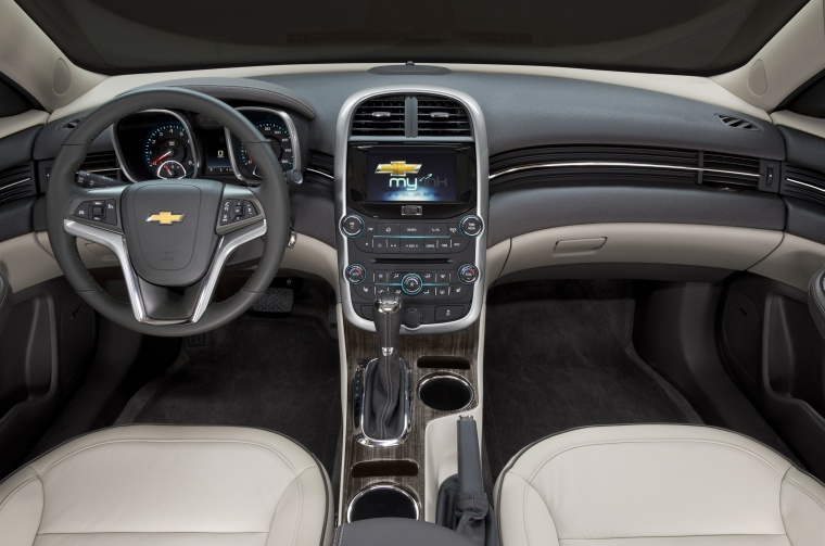 2014 Chevrolet Malibu Cockpit Picture