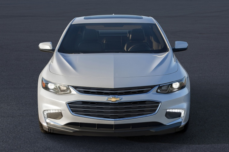 2018 Chevrolet Malibu Premier 2.0T motive in Iridescent Pearl Tricoat from a frontal view