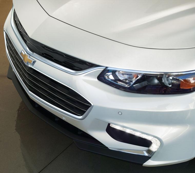 2018 Chevrolet Malibu Premier 2.0T Headlight Picture