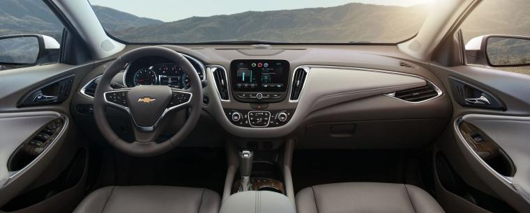 2018 Chevrolet Malibu Premier 2.0T Cockpit Picture
